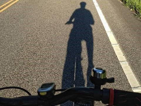schaduw fietser