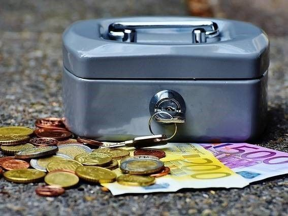 geldkistje en aanbod ter afwikkeling