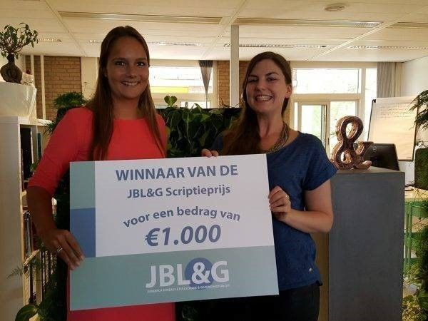 Kirsten Maes uitreiking scriptieprijs JBL&G 2016