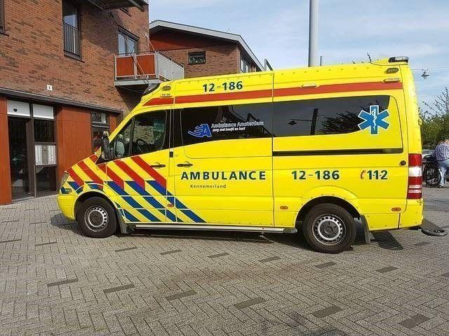 ambulance rukt uit voor Gewonden door noodweer