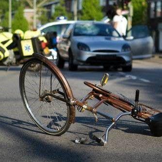 Fietsongeluk auto fiets