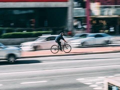 fiets voor auto, geen daling dodelijke fietsongevallen