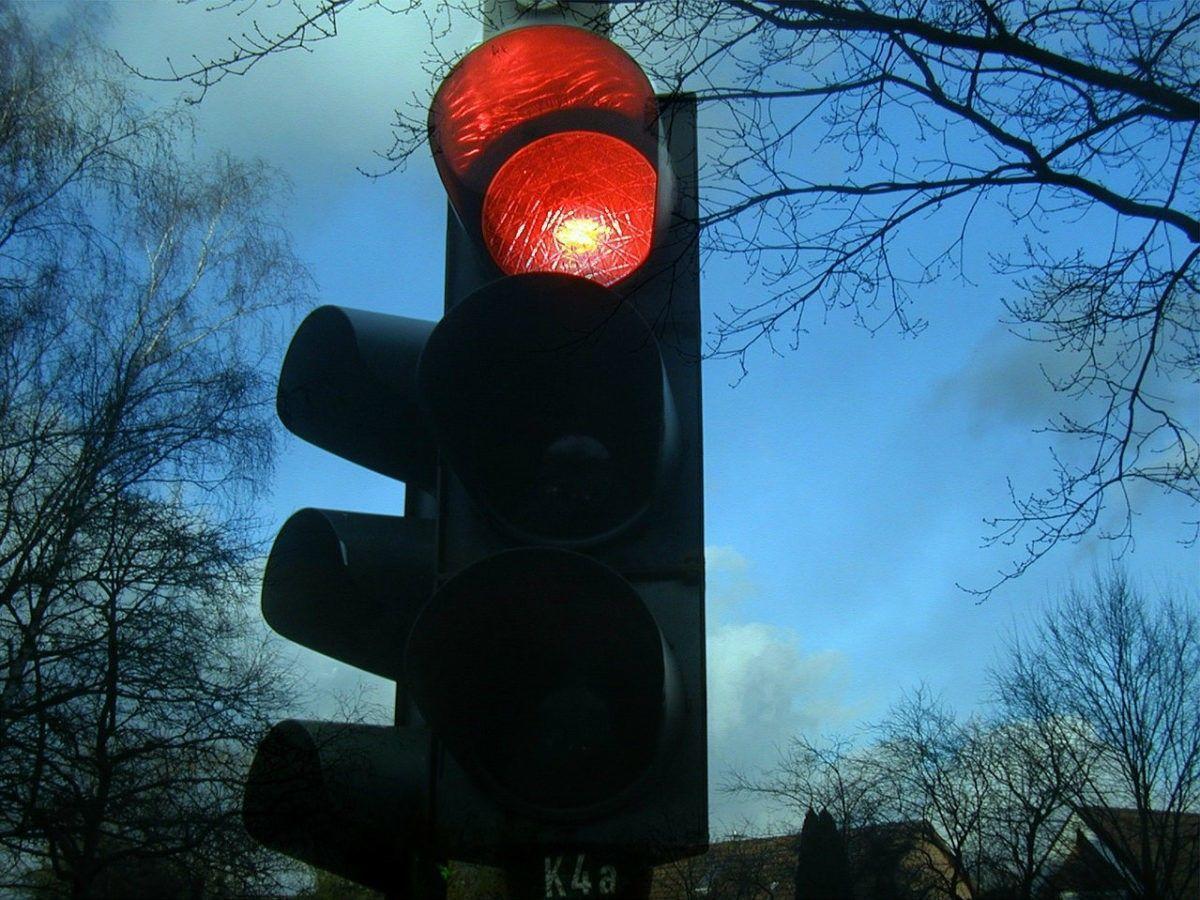 U wordt aangereden nadat de tegenpartij door rood rijdt. Dan heeft u recht op schadevergoeding.