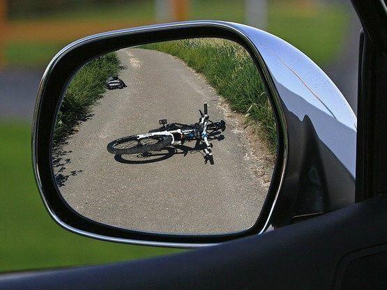 Waar ligt de aansprakelijkheid als u als fietser een aanrijding veroorzaakt met een stilstaande auto?
