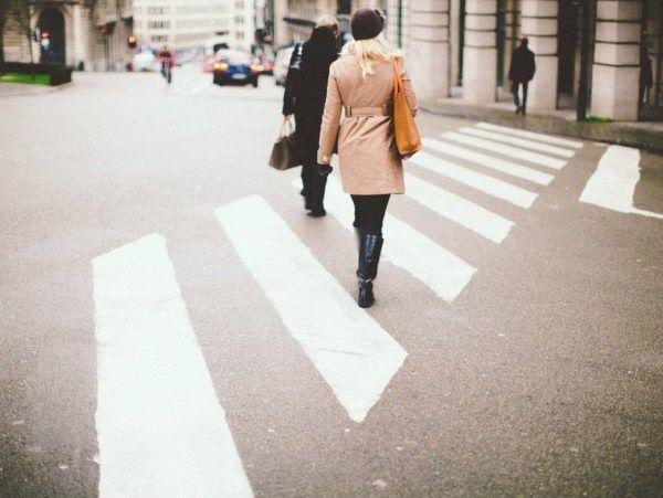 Fietsers en voetgangers zijn zwakke verkeersdeelnemers volgens artikel 185 van de Wegenverkeerswet.