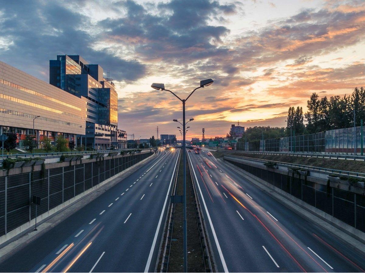 Na een aanrijding op de snelweg is het belangrijk dat u uzelf en andere betrokkenen in veiligheid brengt.