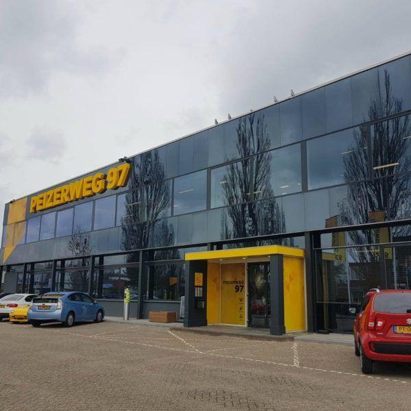 Hoofdingang letselschadekantoor JBL&G Noord in Groningen.